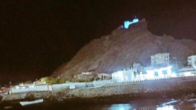 صورة احتفاءاً باليوم العالمي للطفل .. قلعة صيرة وشبام التاريخية يتزينان باللون الأزرق