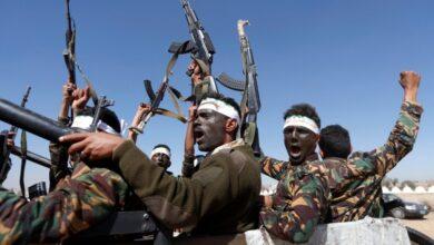 صورة غنائم مسروقة تُشعل الصراع بين قيادات مليشيا الحوثي في الحديدة