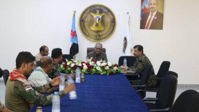 صورة الجعدي يناقش مع قائد لواء القوات الخاصة ومكافحة الإرهاب مستجدات الأوضاع الأمنية والعسكرية في الجنوب