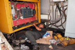 صورة عدن.. إستكمال صيانة 4 مولدات بكهرباء خور مكسر
