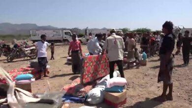 صورة #تعز.. مساعدات إماراتية تغيث 200 أسرة نازحة في الهاملي بموزع