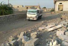 صورة قصف المليشيا الحوثية يجبر عائلات #حي_المنظر  على النزوح
