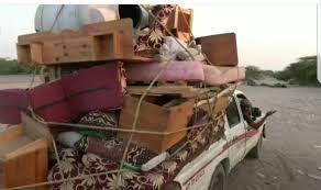 صورة موجة نزوح جديدة للأسر من حي منظر جراء قصف #الحوثيين