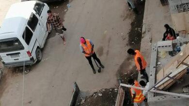 صورة عدن .. تواصل أعمال رفع مخلفات الأمطار من شوارع الشيخ عثمان