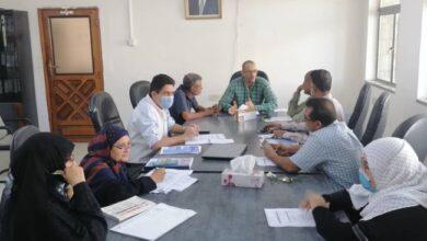 صورة عدن.. مدير عام المؤسسة المحلية للمياه والصرف الصحي يترأس اجتماعاً للجنة المناقصات بالمؤسسة