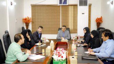 """صورة لملس يناقش مع مدير منظمة """"كير"""" العالمية نوعية تدخلاتها في القطاعات الحيوية بالعاصمة عدن"""