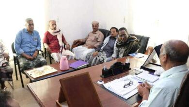 صورة رئيس انتقالي حضرموت يدعو الموظفين لتشكيل لجان نقابية في مختلف مؤسسات ومرافق المحافظة