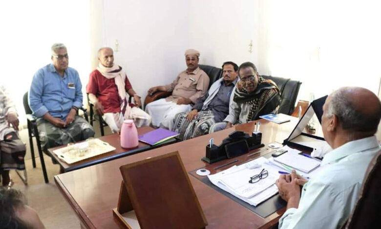 رئيس انتقالي حضرموت يدعو الموظفين تشكيل لجان نقابية في مختلف مؤسسات ومرافق المحافظة