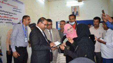 صورة وزير الشؤون الاجتماعية يدشن المرحلة التاسعة من مشروع الحوالات النقدية الطارئة