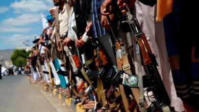 صورة نصف ترليون موازنة سنوية و17 لواء سلمت للحوثيين في نهم .. صحفي جنوبي يكشف فساد مهول للمقدشي وارتباط وثيق بالحوثيين