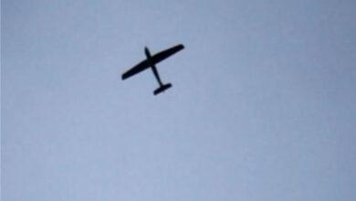 صورة رصد 5 طائرات استطلاع حوثية في سماء الحديدة