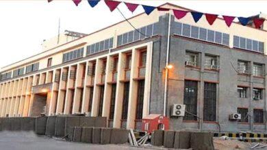 صورة تجنباً للعقوبات الأمريكية.. منظمات دولية تنقل أموالها من بنوك صنعاء إلى العاصمة عدن