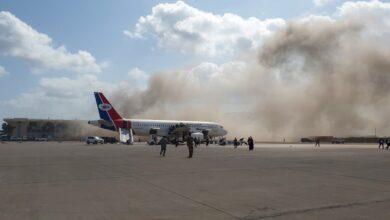 صورة وزير خارجية حكومة المناصفة: أدلة قاطعة على تورط حوثي بهجوم مطار عدن