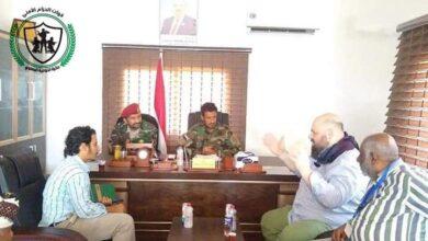 صورة #عدن.. قائد قوات #الحزام_الأمني يلتقي رئيس بعثة منظمة #أطباء_بلاحدود البلجيكية