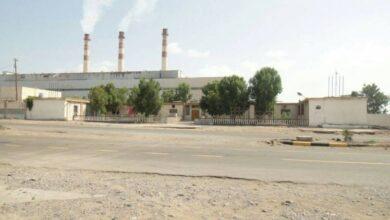 صورة محاولات لإعادة منظومة #كهرباء_عدن بعد خروجها عن الخدمة