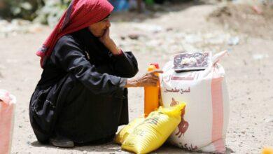 """صورة انتهازية الحوثي وفساد """"الشرعية"""" يعقدان الجهود الهادفة لتخفيف الأزمة الإنسانية"""