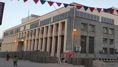 صورة وصول لجنة الخبراء الدوليين إلى العاصمة عدن للتحقيق في فساد البنك المركزي