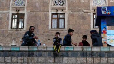 صورة مليشيا الحوثي تفرض قيوداً مشددة تمنع اليمنيين من السفر للعمل خارج البلاد