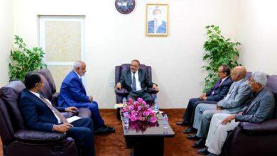 صورة وزير النقل يلتقي محافظ #الحديدة و يرحب  بإعادة تأهيل وتشغيل ميناء #الخوخه