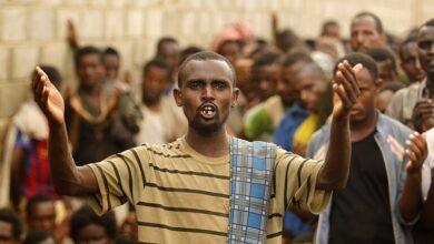 صورة منظمة حقوقية تتهم مليشيا الحوثي بالتسبب في وفاة عشرات المهاجرين بحريق صنعاء