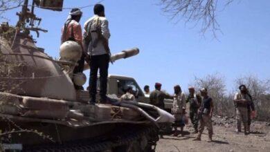 صورة مدفعية القوات الجنوبية تستهدف تجمعات مليشيا الحوثي في قطاع حبيل يحيى وسقوط قتلى وجرحى
