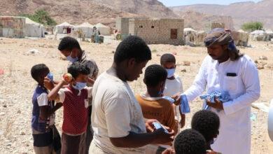 صورة انتقالي المهرة يقدم مساعدات مالية وأدوات وقائية من فيروس كورونا لـ أهالي منطقة حبقيت