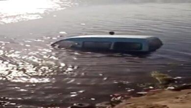 صورة إصابة عدد من الأشخاص جراء سقوط حافلة ركاب في البحر