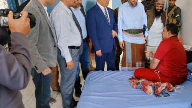 صورة الخُبجي يزور رئيس تنفيذية انتقالي لحج ويطمئن على صحته