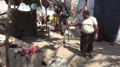 """صورة """"نازح"""" يروي مأساة إستشهاد والدته وولد أخيه وتدمير منزله وممتلكاته بقصفٍ حوثي في #الحُديدة اليمنية"""