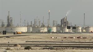 صورة تقرير| مع تسلسل الأزمات النفطية ومشتقاتها.. تبرز الأهمية القصوى لتشغيل مصافي عدن