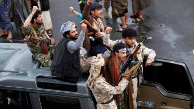 صورة مليشيا الحوثي تنفذ حملة جبايات جديدة على البنوك والمحلات التجارية في مناطق سيطرتها