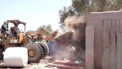 صورة تنفيذا لتوجيهات المحافظ لملس.. كتيبة الطوارئ والدعم الأمني تنفذ حملة أمنية لإزالة العشوائيات بدار سعد