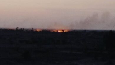 صورة مليشيا الحوثي تحرق مخيم للنازحين في حيس