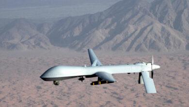 صورة شبوة.. تحليق مكثف لطائرات الدرونز الأمريكية في سماء المحافظة بالتزامن مع انتشار عناصر القاعدة