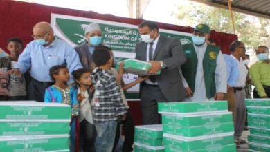 صورة وزير الشؤون الاجتماعية والعمل يدشن توزيع 5000 طن من التمور لـ 12 محافظة
