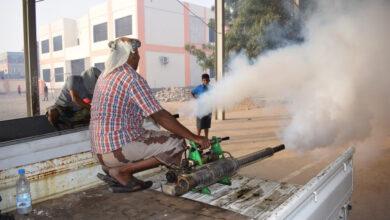 صورة مؤسسة النقيب التنموية بالتعاون مع السلطة المحلية تدشن حملة رش ضبابي في الشيخ عثمان