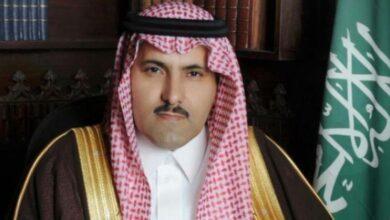 صورة السفير آل جابر يعزي قيادة الانتقالي بوفاة العميد طيار محمد جواس