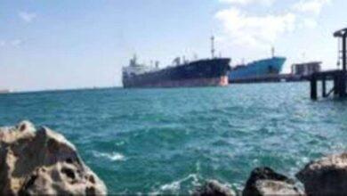 صورة ميناء الزيت يستقبل أولى شحنات الوقود السعودية المخصصة لكهرباء عدن
