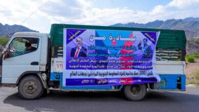 صورة أبناء حضرموت يسيرون قافلة غذائية دعما للقوات الجنوبية المرابطة في جبهات الضالع