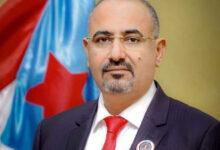 صورة الرئيس الزُبيدي يُعزّي في وفاة العميد المناضل علي السعدي