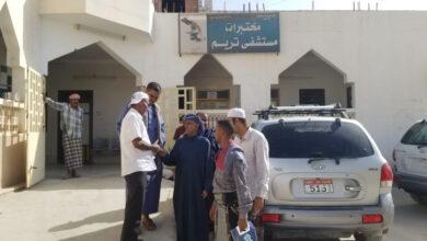 صورة لجنة الطوارئ بانتقالي #تريم تزور مستشفى المديرية وتقدم مساعدات للمرضى ومكافآت للأطباء والمناوبين