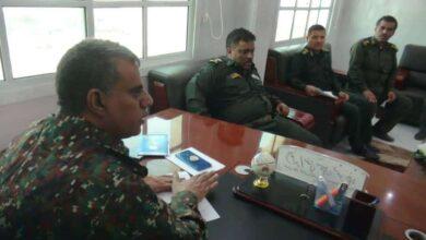 صورة قيادات مليشيا الإخوان تستولي على رواتب ضباط وأفراد اللواء 19 مشاة بشبوة