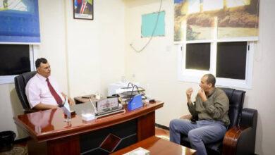 صورة نائب رئيس الجمعية الوطنية يطّلع من المهندس باخبيرة على أبرز المشكلات التي تواجهها مؤسسة مياه عدن