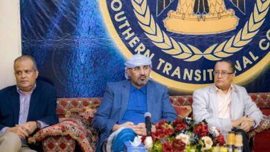 صورة الرئيس القائد عيدروس الزُبيدي يلتقي بأعضاء الهيئة الإدارية للجمعية الوطنية
