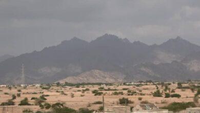 صورة القوات المشتركة: دك تحصينات مستحدثة وتدمير أهداف متحركة ومخزن ذخيرة لمليشيا الحوثي في الحديدة