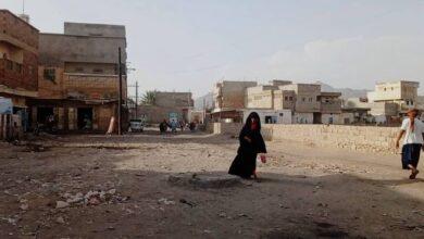 صورة بالقناصة وقذائف المدفعية.. مليشيات #الحوثي تقصف أحياء سكنية متفرقة في #حيس