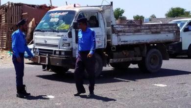صورة في حملة أمنية.. شرطة السير بلحج تحتجر 18 سيارة مجهولة