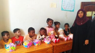 صورة إدارة المرأة والطفل بتنفيذية انتقالي لحج تدعم جمعية المكفوفين بالحوطة بألعاب ووسائل تعليمية