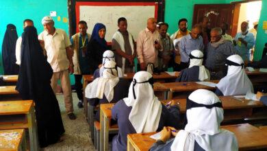 صورة انتقالي لحج يتفقد سير امتحانات الثانوية العامة في الحوطة