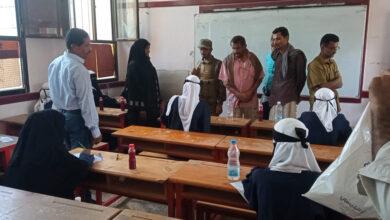 صورة رئيس تنفيذية انتقالي أبين يطلع على سير أداء امتحانات الثانوية العامة بمجمع خولة التربوي بزنجبار